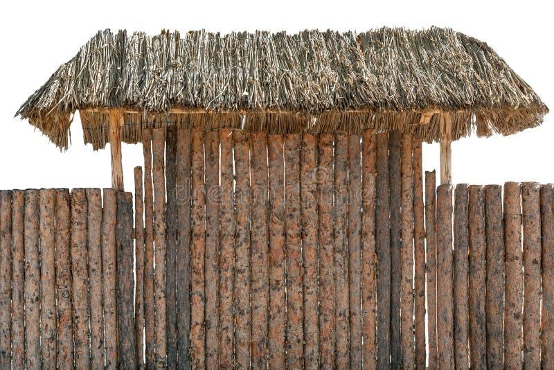 De ronde omheining van het hout houten die logboek op wit wordt geïsoleerd Hooidak of het afbaarden over ingangspoort royalty-vrije stock foto