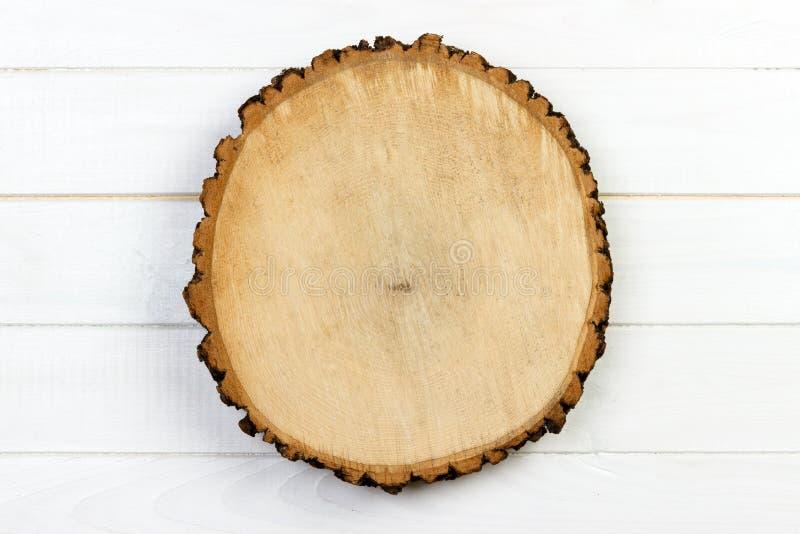 De ronde van de boomstomp met jaarringen op houten achtergrond wordt gesneden die Hoogste mening met exemplaarruimte royalty-vrije stock fotografie