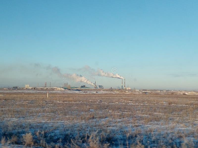 De rook van de aluminiumfabriek stock afbeelding