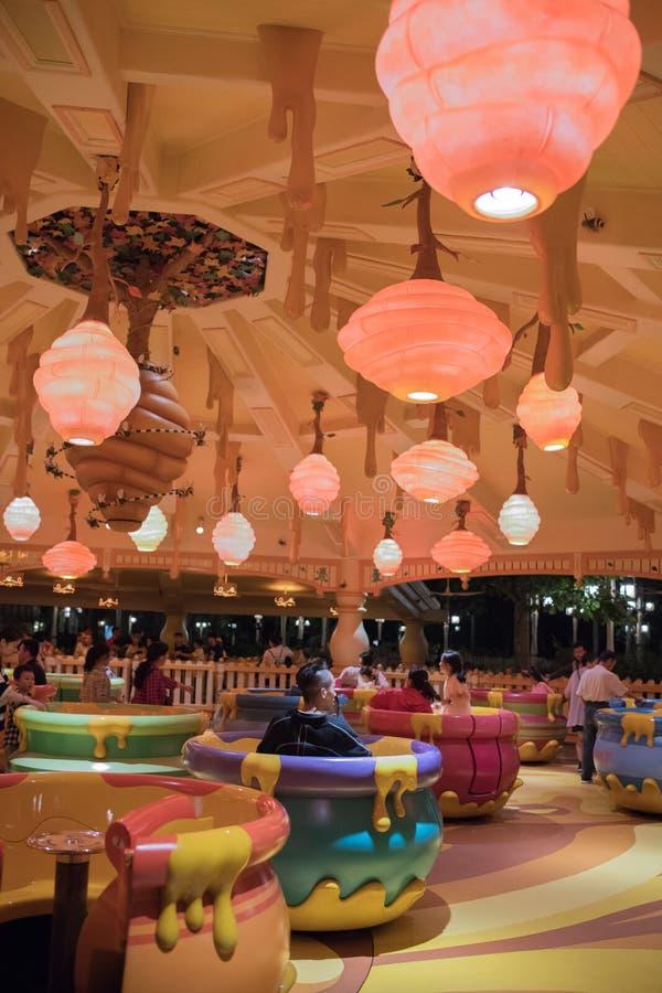 De Rotatierit van de Hunnypot in Shanghai Disneyland, China stock afbeelding
