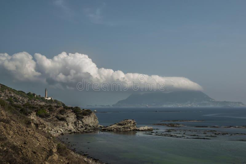 De rots en de wolk stock foto
