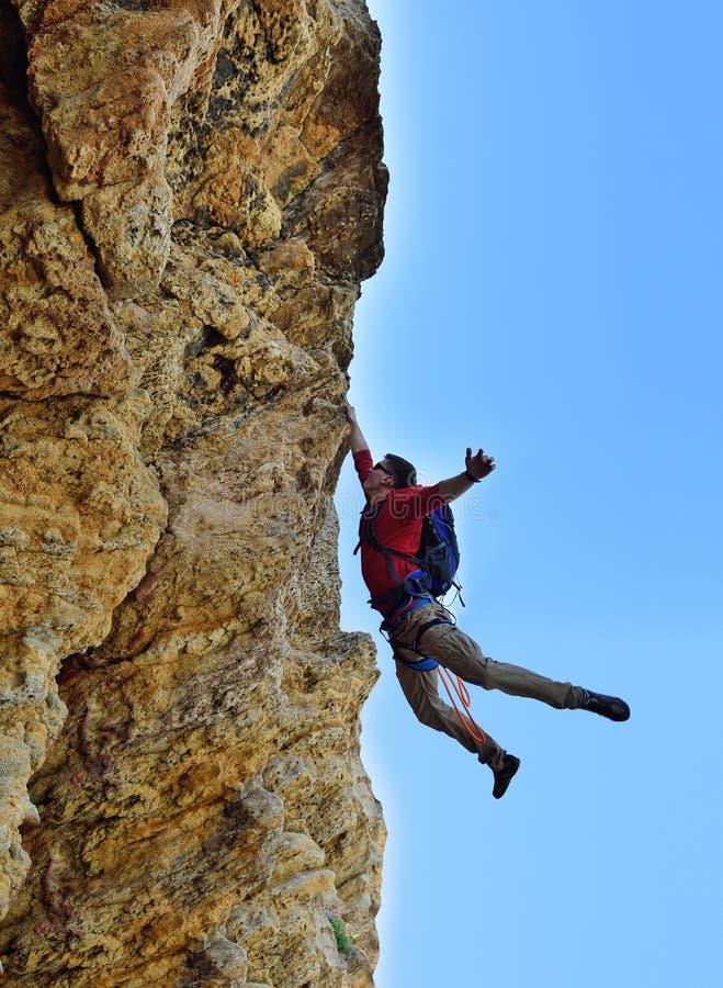 De rots-klimmer viel van een klip royalty-vrije stock fotografie
