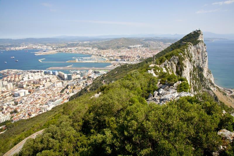 De rots van Gibraltar met stad royalty-vrije stock foto's
