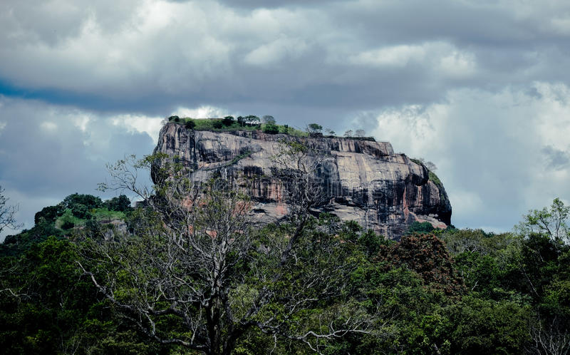 De rots van Sigiriya royalty-vrije stock fotografie