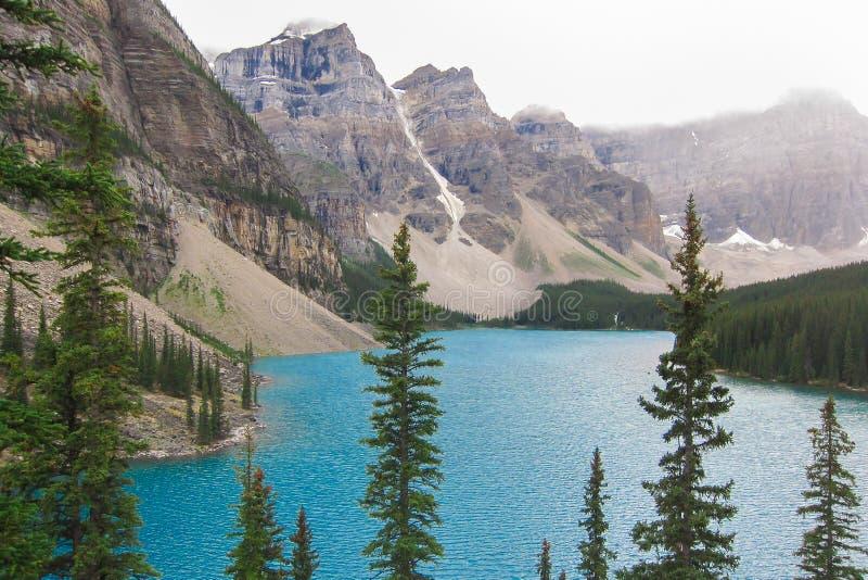 De rotsachtige bergen Canada van het morenemeer stock afbeeldingen