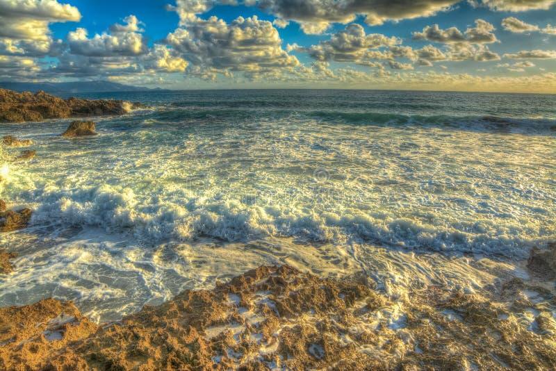 Download De Rotsachtige Kust Van Le Bombarde In Hdr Stock Afbeelding - Afbeelding bestaande uit eiland, waterkant: 54081599