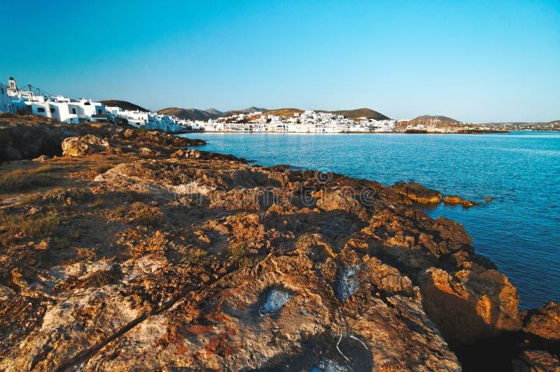 De Rotsachtige kust van Noussa stock fotografie