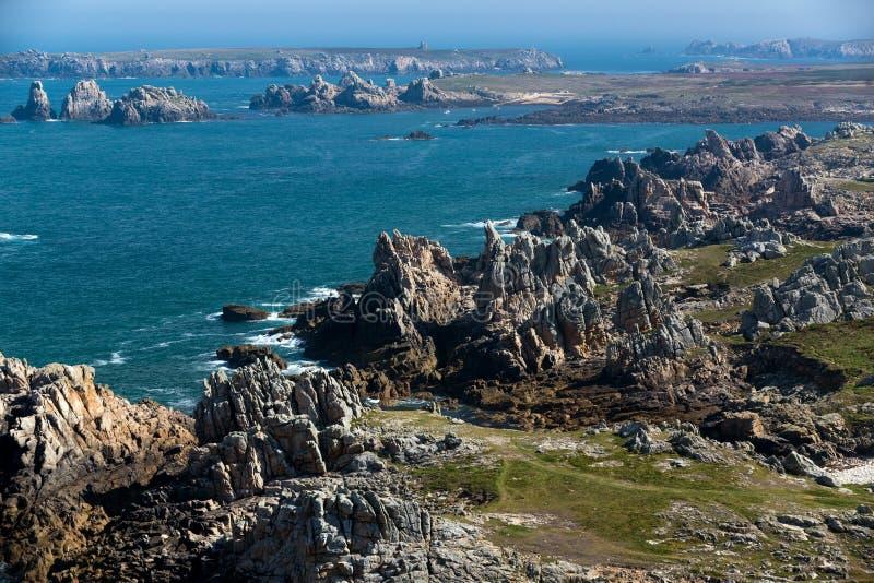 De rotsachtige kustlijn van het Ushanteiland royalty-vrije stock foto's