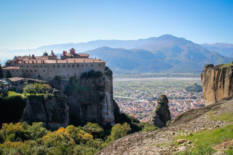 De rotsachtige tempel Christian Orthodox complex van Meteora is één van de belangrijkste aantrekkelijkheden van het noorden van G royalty-vrije stock foto's