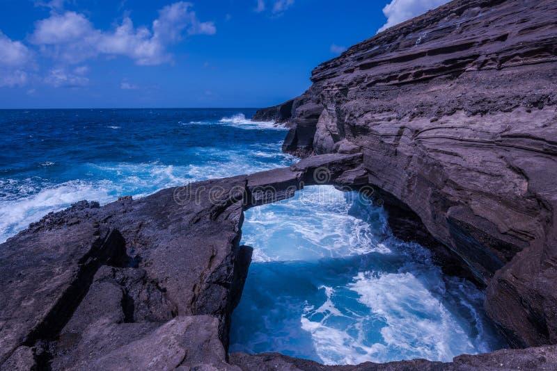 De rotsbrug van de Hanaumabaai stock foto