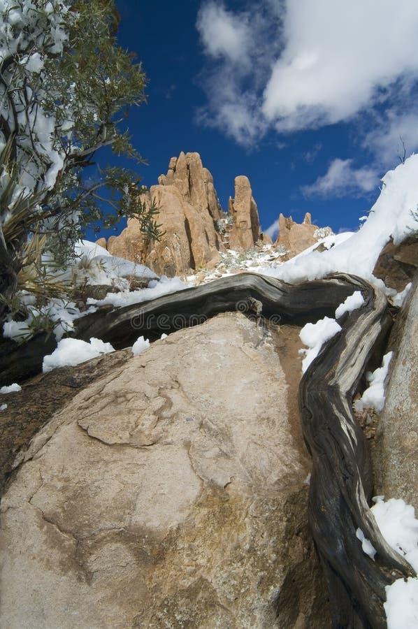De Rotsen en de Sneeuw van de woestijn stock afbeelding