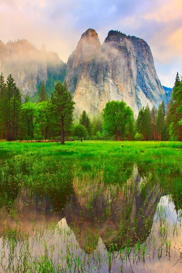 De Rotsen van de Kathedraal van Yosemite stock foto