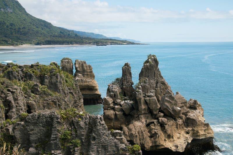 De Rotsen van de Punakakipannekoek in van de het Parkwestkust van Paparoa Nationaal het Zuideneiland Nieuw Zeeland royalty-vrije stock foto's