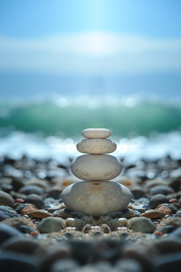 De rotsen van Zen op het strand