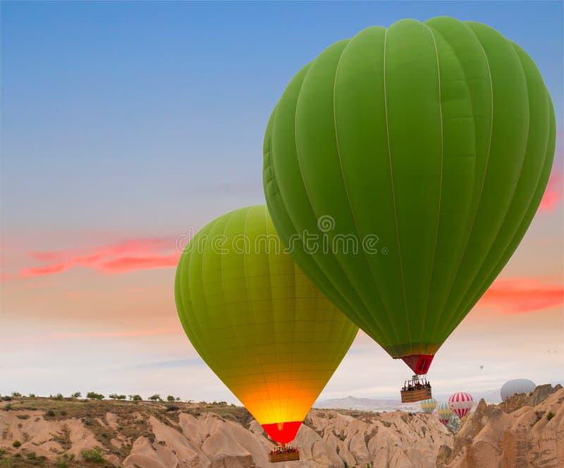 De rotslandschap van hete luchtballons stock foto
