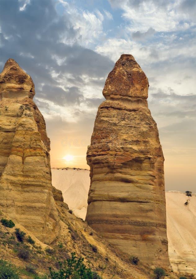 De rotsvormingen van de liefdevallei, berglandschap in Cappadocia, T royalty-vrije stock fotografie