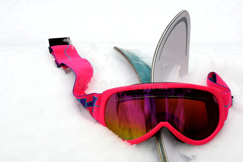 De roze Beschermende brillen van de Ski in Sneeuw stock afbeeldingen