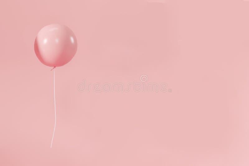 De roze verjaardag van de pastelkleur minimalistische ballon stock foto's