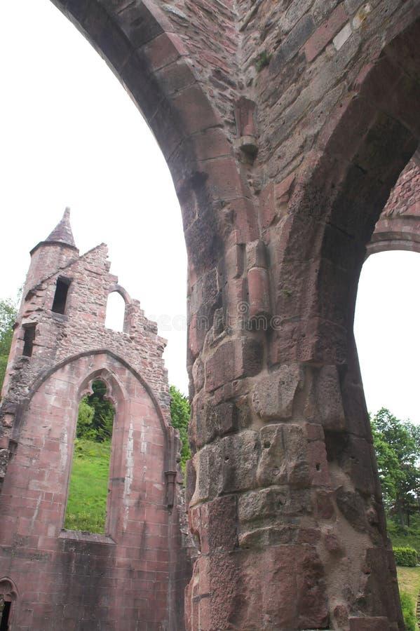 De ruïne van de kerk stock foto's