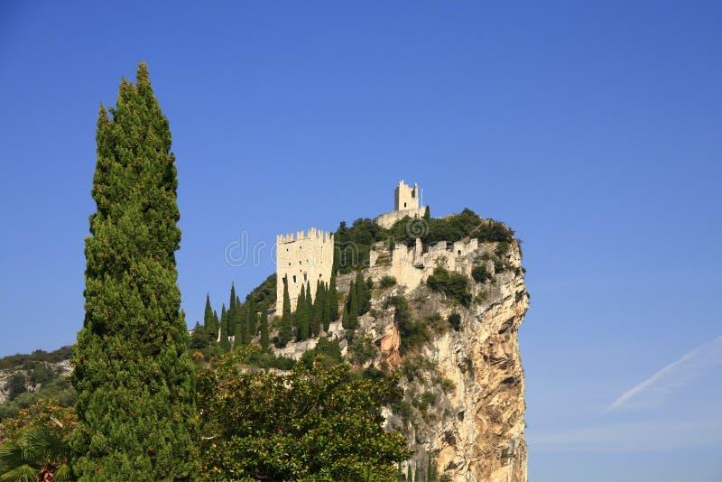 De ruïne van het kasteel van Arco royalty-vrije stock afbeelding