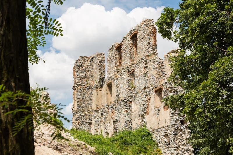 De Ruïne van het Oponicekasteel, Slowakije royalty-vrije stock foto