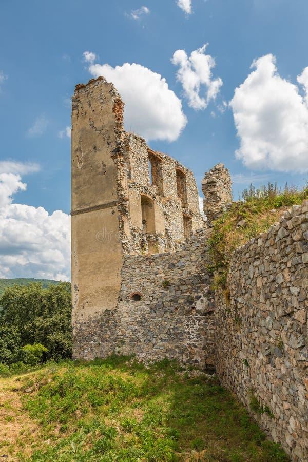 De Ruïne van het Oponicekasteel, Slowakije royalty-vrije stock fotografie