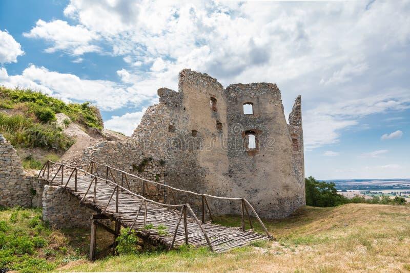 De Ruïne van het Oponicekasteel, Slowakije stock afbeelding