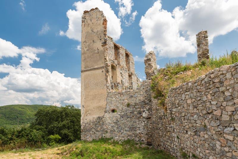 De Ruïne van het Oponicekasteel, Slowakije royalty-vrije stock afbeeldingen