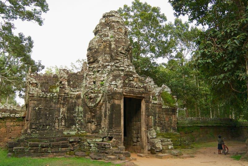 De ruïne van de ingangspoort aan de tempel van Banteay Kdei in Siem oogst, Kambodja royalty-vrije stock foto's