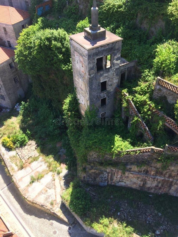 De ruïnes door Serra doen Pilar Monastery-mening van Louis Bridge royalty-vrije stock fotografie