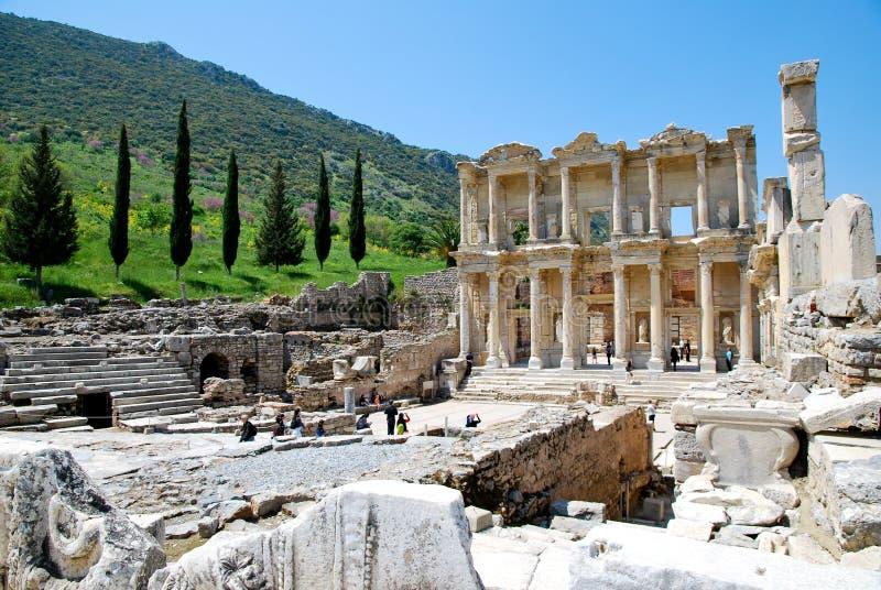 De ruïnes van Bibliotheek Celsus in Ephesus stock afbeeldingen