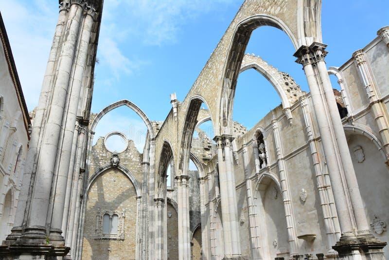 De ruïnes van Carmo Church in Lissabon stock foto's