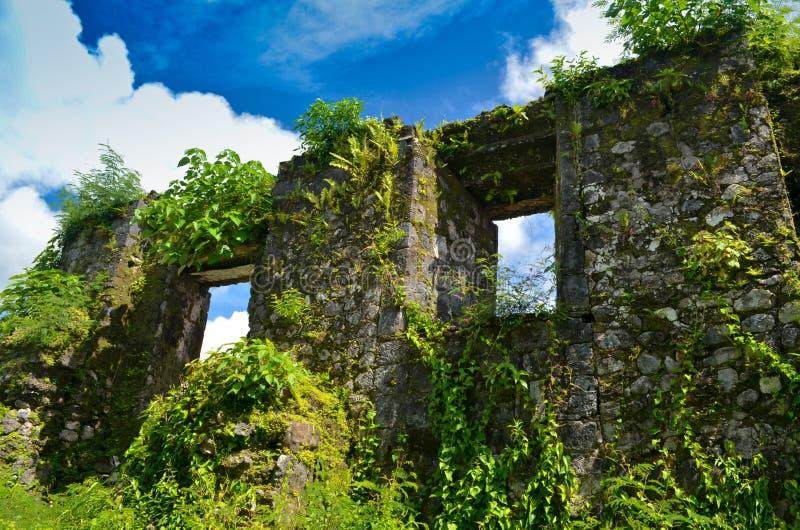 De Ruïnes van de kerk in de Filippijnen stock afbeeldingen