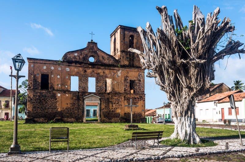 De ruïnes van de Matrizkerk in de historische stad van Alcantara stock foto's