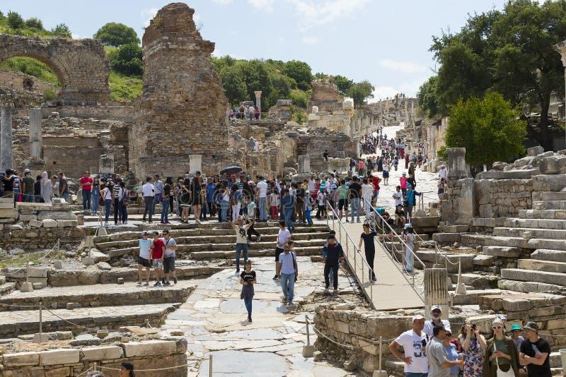 De ruïnes van de oude antieke stad van Ephesus de bibliotheek bouw van Celsus, de amfitheatertempels en de kolommen Kandidaat F royalty-vrije stock foto's