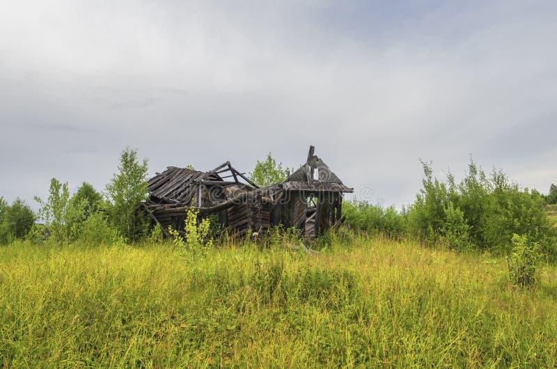 De ruïnes van de oude blokhuizen royalty-vrije stock afbeeldingen