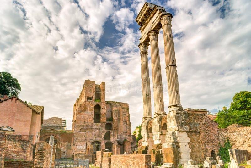 De ruïnes van de tempel van Bever en Pollux in Rome royalty-vrije stock fotografie