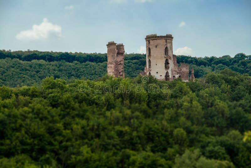 De ruïnes van een oud kasteel in het dorp van Chervonograd Ukrai royalty-vrije stock afbeeldingen