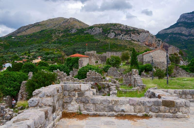 De ruïnes van een oude vesting in Oude Bar, Montenegro stock foto's