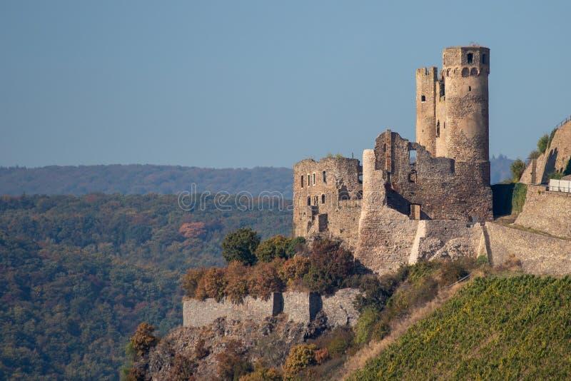 De ruïnes van het kasteel Ehrenfels in Duitsland stock foto
