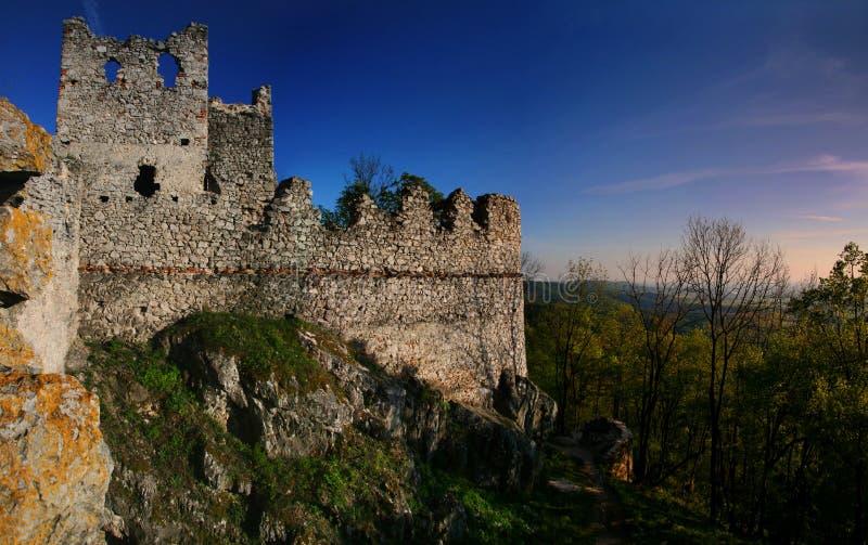 De ruïnes van het kasteel Tematin stock foto