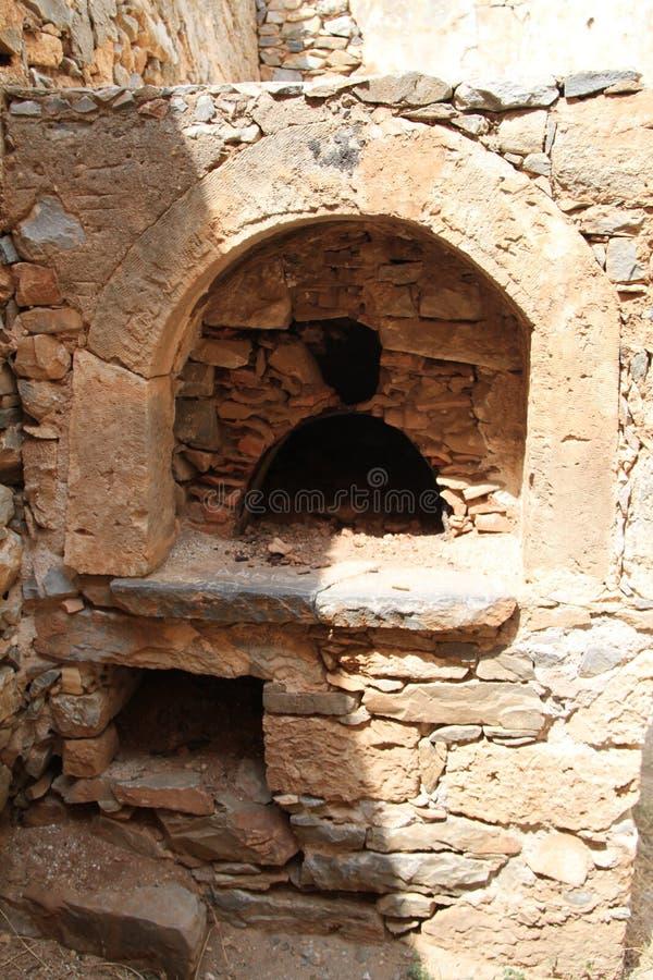 De Ruïnes van het keukenhuis, Spinalonga-de Vesting van de Lepralijderkolonie, Elounda, Kreta stock afbeeldingen