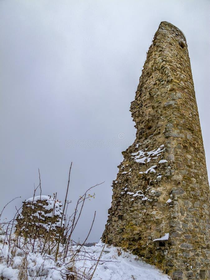 De ruïnes van het Kronenburgkasteel in de winter, in Kronenburg, Duitsland royalty-vrije stock fotografie