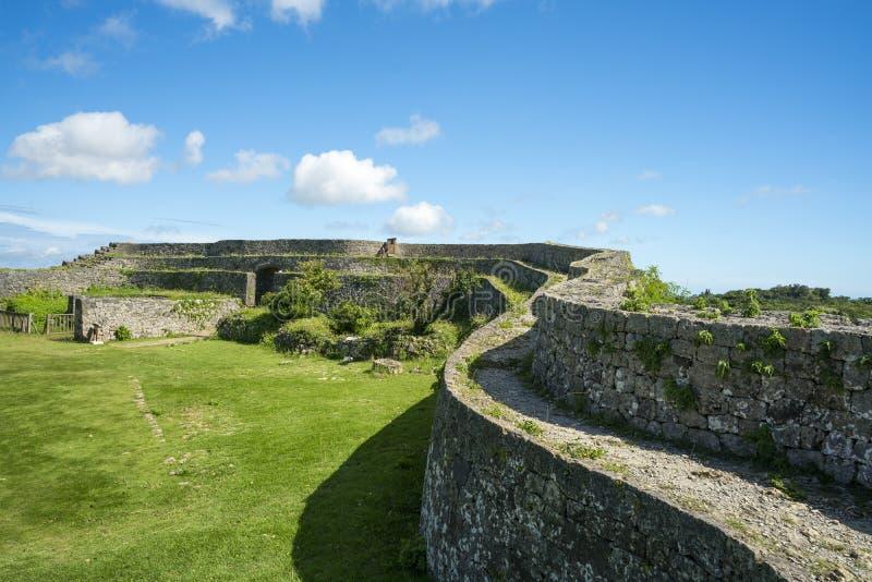 De Ruïnes van het Nakagusukukasteel stock foto