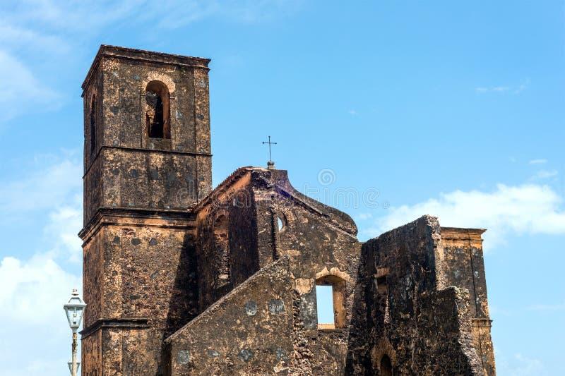 De ruïnes van de Matrizkerk in de historische stad van Alcantara, Brazilië royalty-vrije stock afbeeldingen