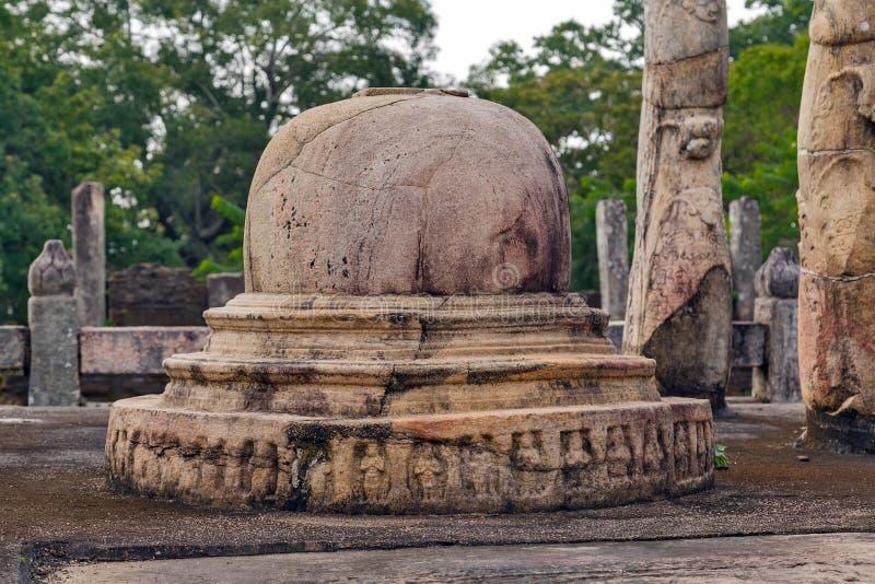 De ruïnes van Nissankalatha Mandapaya in Polonnaruwa-Unesco van de stadstempel stock foto's