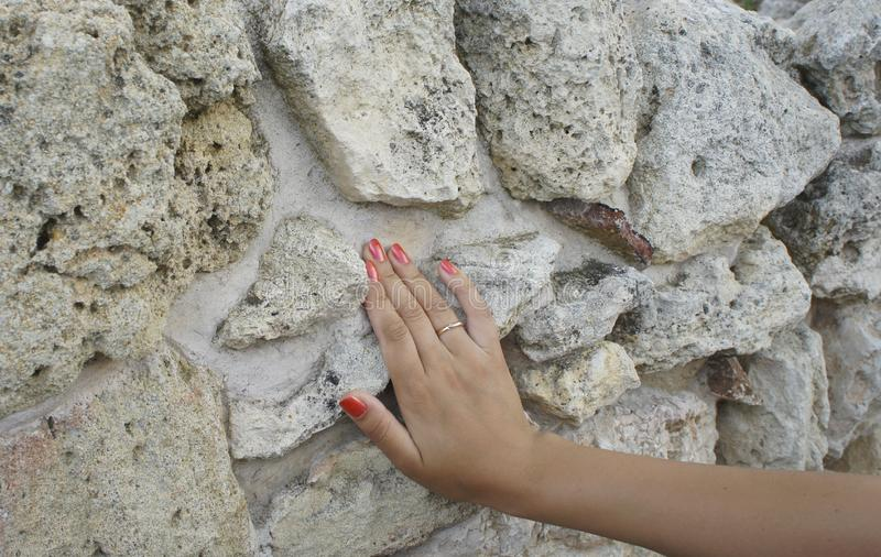 De ruïnes van de oude stad van Chersonesos houden het geheugen van afgelopen era's stock afbeeldingen