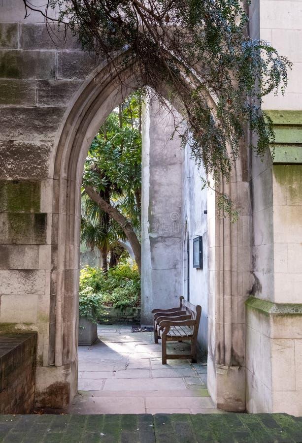 De ruïnes van St. Dunstan in de East Church in de City of London UK De historische kerk werd gebombardeerd en verwoest in WW2 royalty-vrije stock afbeelding