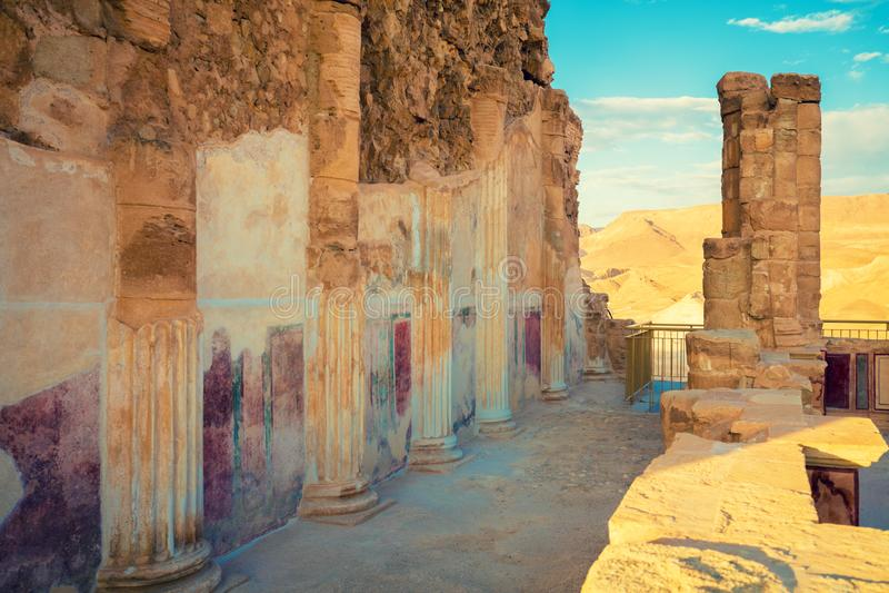 De ru?nes van het paleis van Koning Herod ` s Masada stock foto
