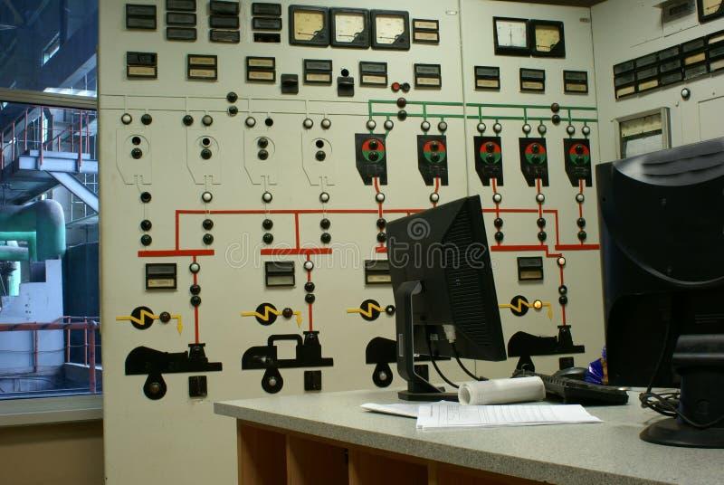 De ruimte van de exploitant bij een elektrische centrale stock afbeeldingen